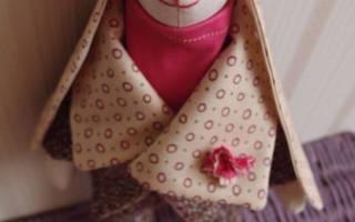 Берет для куклы крючком: выкройка, схема и описание